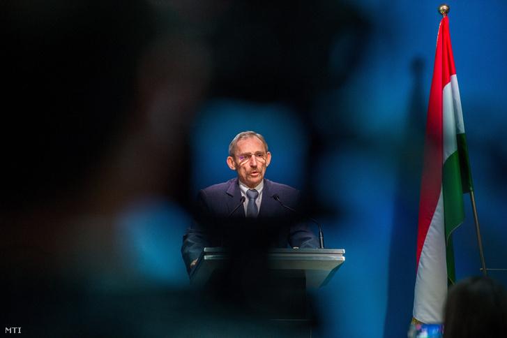 Pintér Sándor belügyminiszter az illegális migrációval kapcsolatos sajtótájékoztatón 2018. január 17-én.