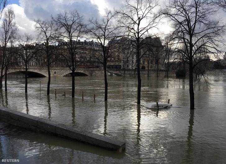 A megáradt Szajna Párizsban 2018 január 20-án
