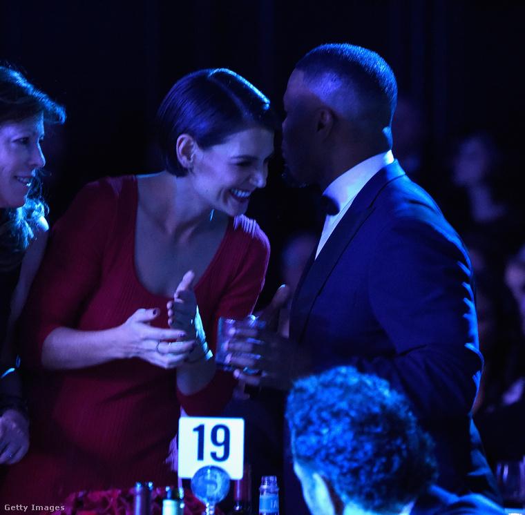 Holmes és Foxx ugyanis szombaton a Grammy-díjátadó előbulijára mentek együtt és egyáltalán nem titkolták, hogy ők egy pár.
