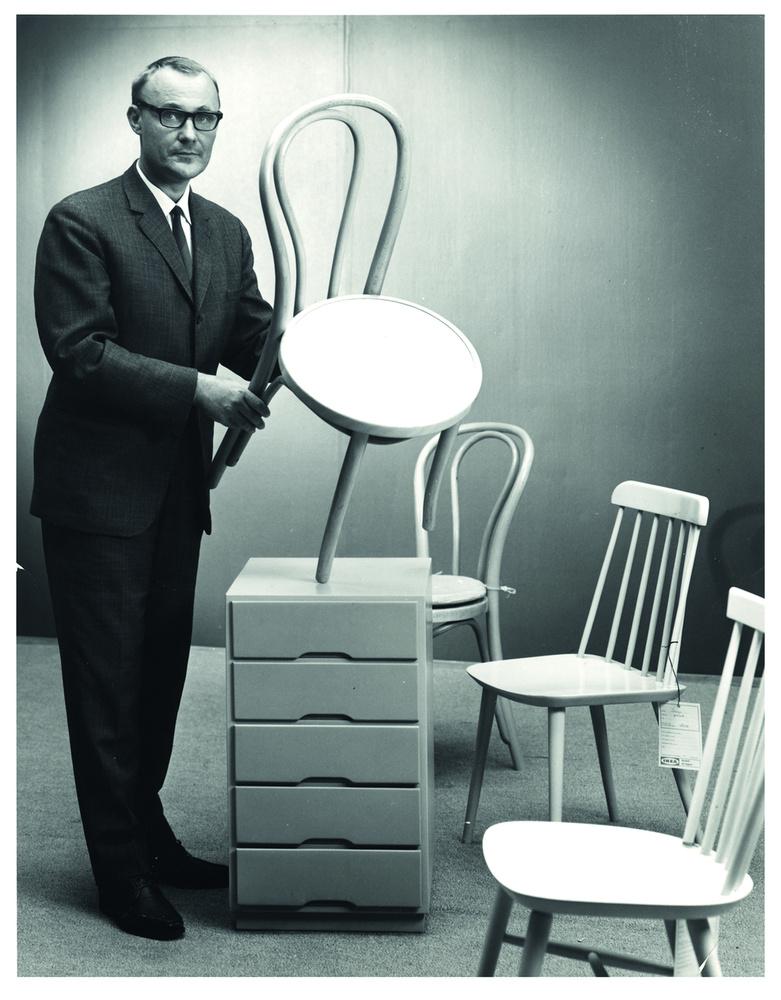 Aztán 1948-ban, helyi műhelyekben készített bútorokkal állt elő, a sikere pedig akkora volt, hogy hamarosan bővítette a portfólióját