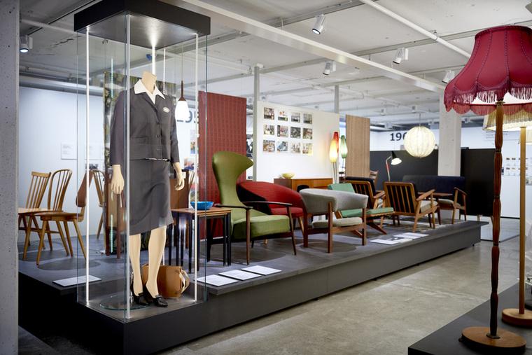 A versenytársaknak természetesen nem tetszett a jelenlétük, így a tervezőkre gyakorolt nyomás miatt 1956-tól úgy határoztak, hogy ők terveznek divatos bútorokat