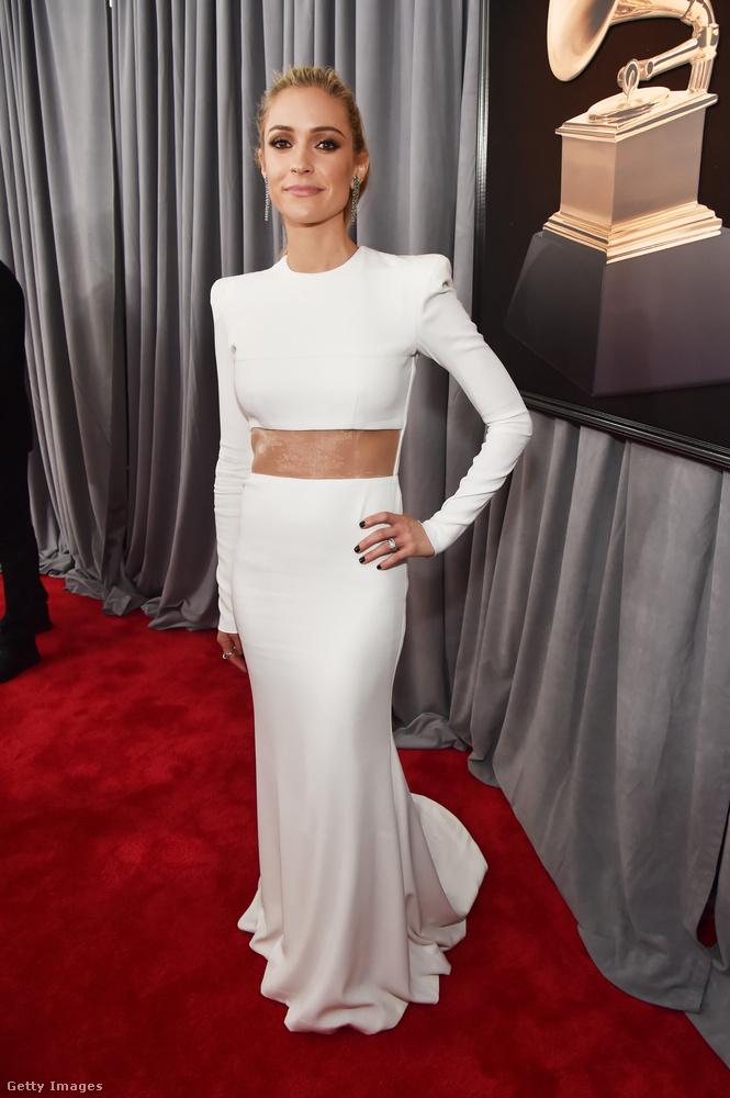A tévés Kristin Cavallari maradt a megszokott díjátadós trendeknél és egy fehér estélyiben mulatott.