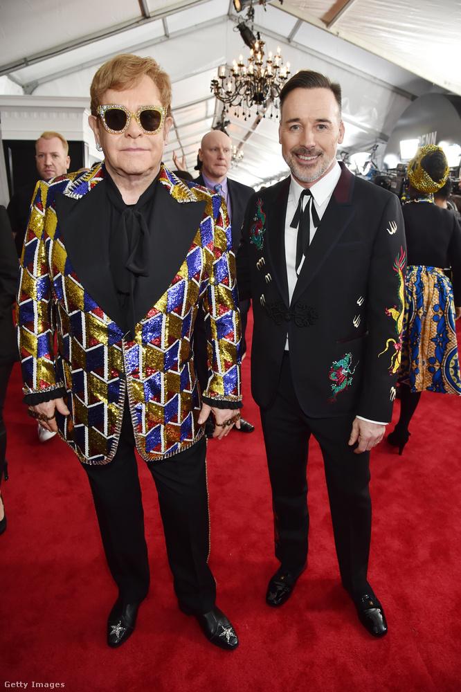 Elton John egyedi készítésű Gucci öltönye is remek választás