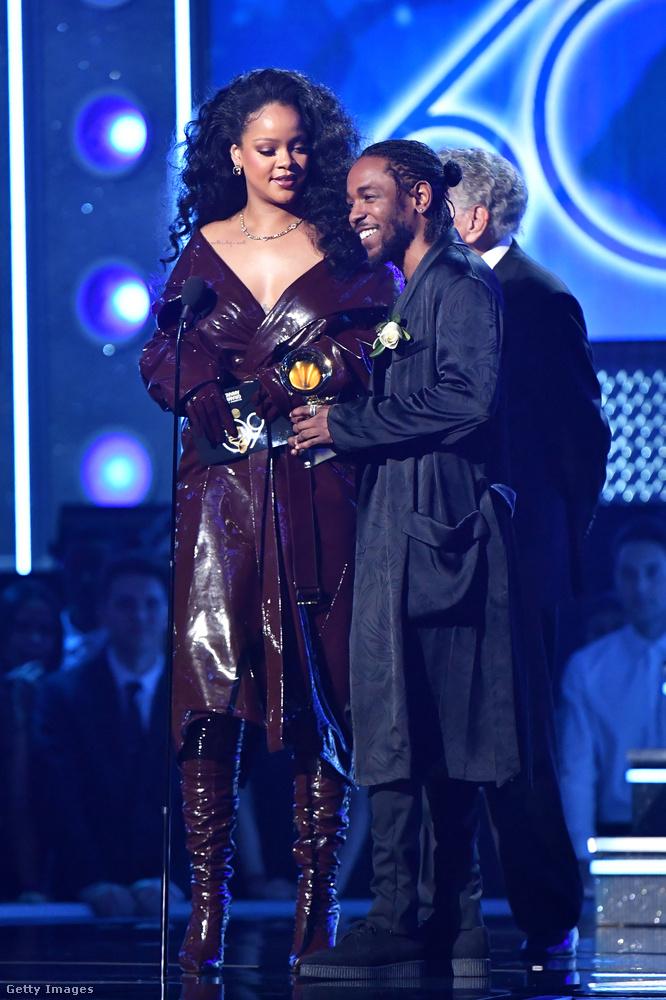 Rihanna Kendrick Lamarral vette át a 'Loyalty-ban' nyújtott teljesítményéért járó díjat.