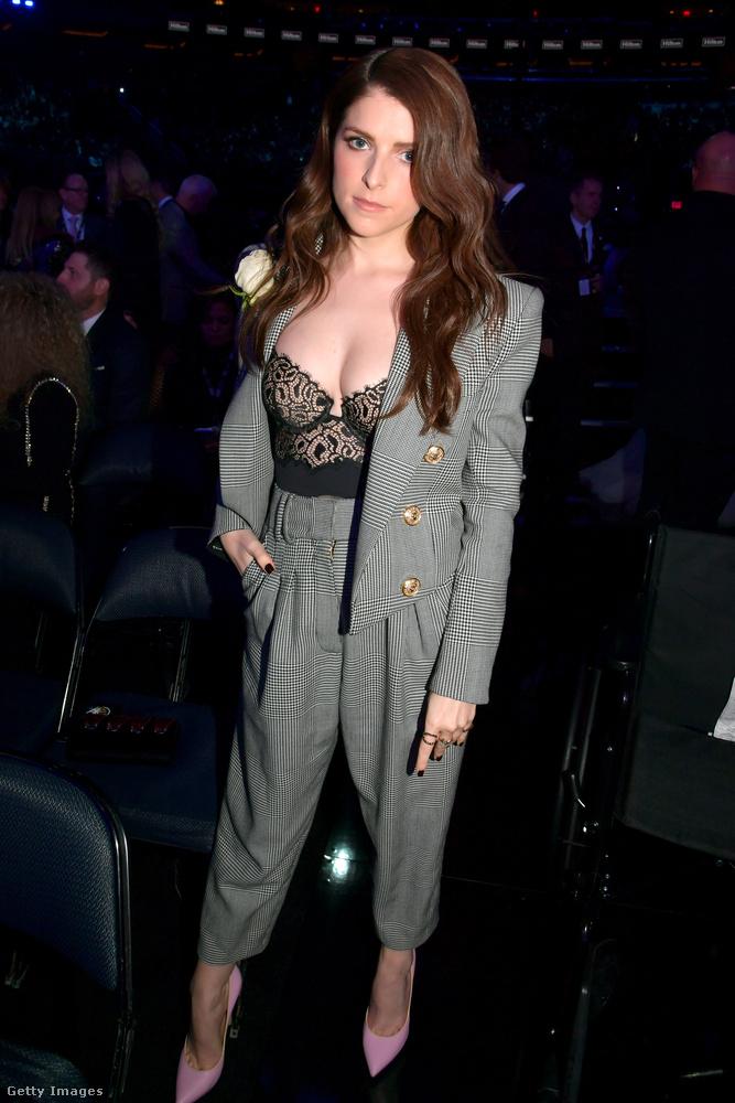 És Anna Kendrick színésznő  csak azért az utolsó, mert Rihannát már mutattuk egy külön posztban