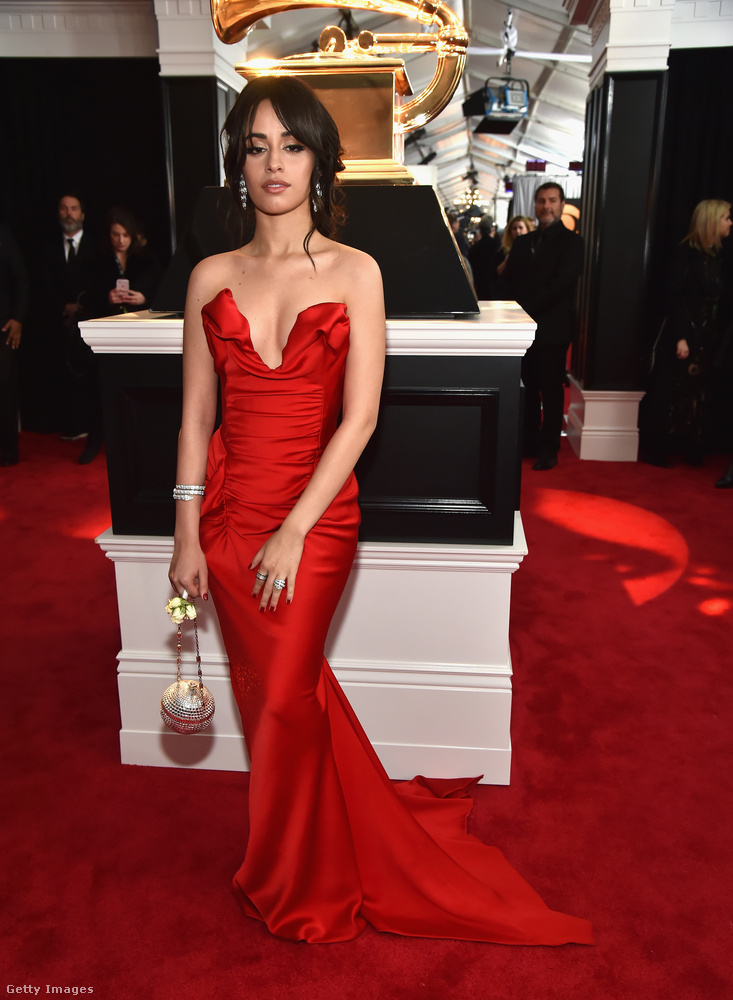 Az év egyik nagy felfedezettje, Camila Cabello vörösben volt dögös