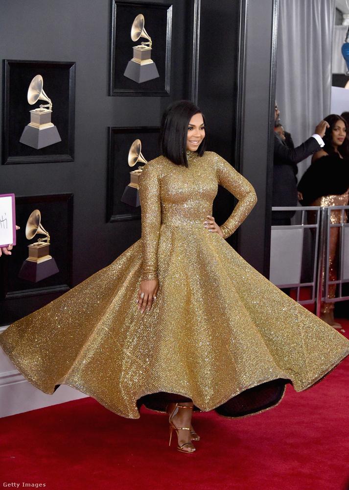 Ashanti ruhája annyira arany, hogy valószínűleg abba a kategóriába tartozik, ami vagy nagyon tetszik az embernek, vagy nagyonnem