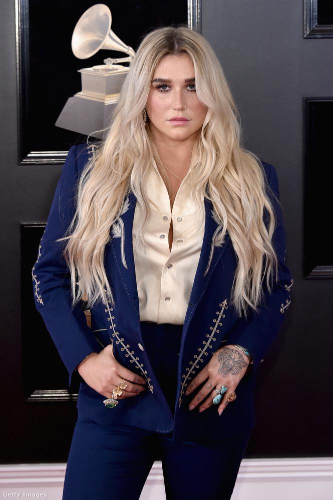 Kesha  country stílusú szettje elég egyszerűnek tűnik, pedig...