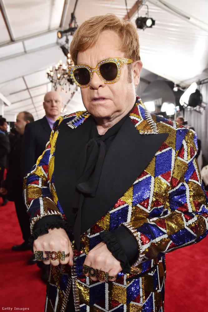 Személyes kedvencünk Sir Elton John, akin kis túlzással annyi Gucci cucc volt, mint a gucci.com-on összesen