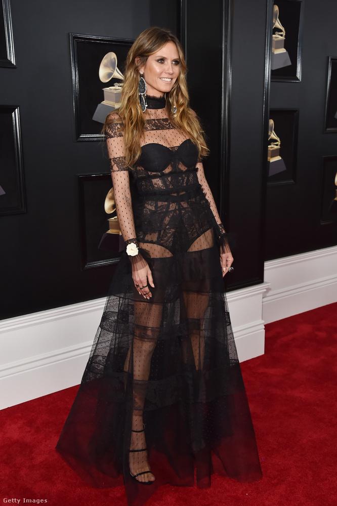 Heidi Klumon kicsit sok az átlátszó réteg