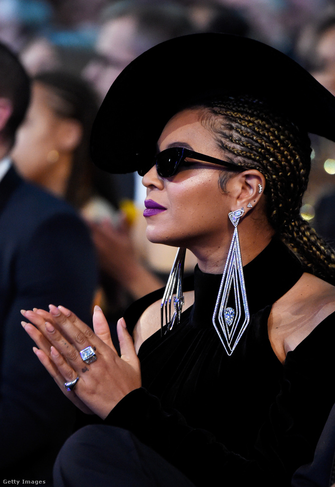 Úgy tűnik, Beyoncé viselte a legdrágább gyémántokat a hatvanadik Grammy gálán: a személyre szabott estélyi és Nicolas Jebron kalap mellé 6,8 millió dollárnyi ékszert kerített még magára