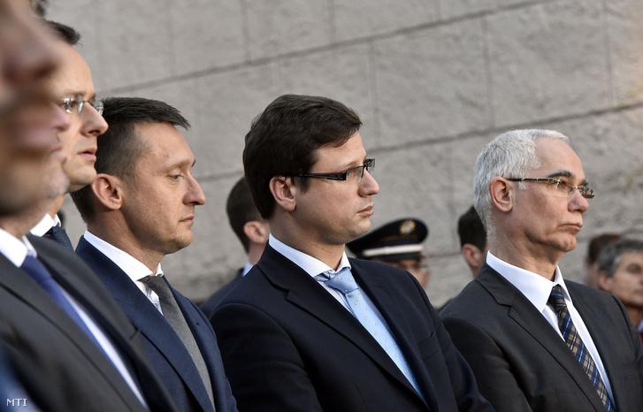 Szijjártó Péter külgazdasági és külügyminiszter, Rogán Antal, a Miniszterelnöki Kabinetirodát vezető miniszter, Gulyás Gergely, a Fidesz frakcióvezetője és Balog Zoltán, az emberi erőforrások minisztere (b-j)