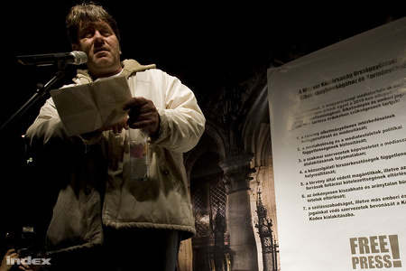 Bakács Tibor, a január 14-i, médiatörvény elleni tüntetésen