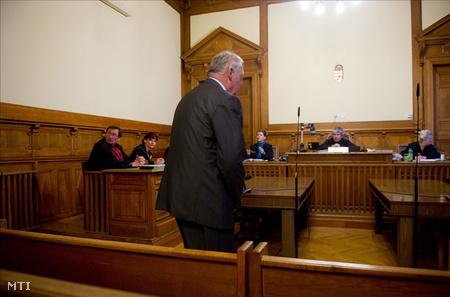 2010. november 29-én fejeződött be a bizonyítási eljárás Berta Attila, a vesztegetéssel vádolt nyugdíjas rendőr tábornok, egykori budapesti rendőrfőkapitány büntetőperében a Fővárosi Bíróságon. (Fotó: Illyés Tibor)