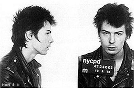 Sid Vicious rendőrségi fotója barátnője halála után