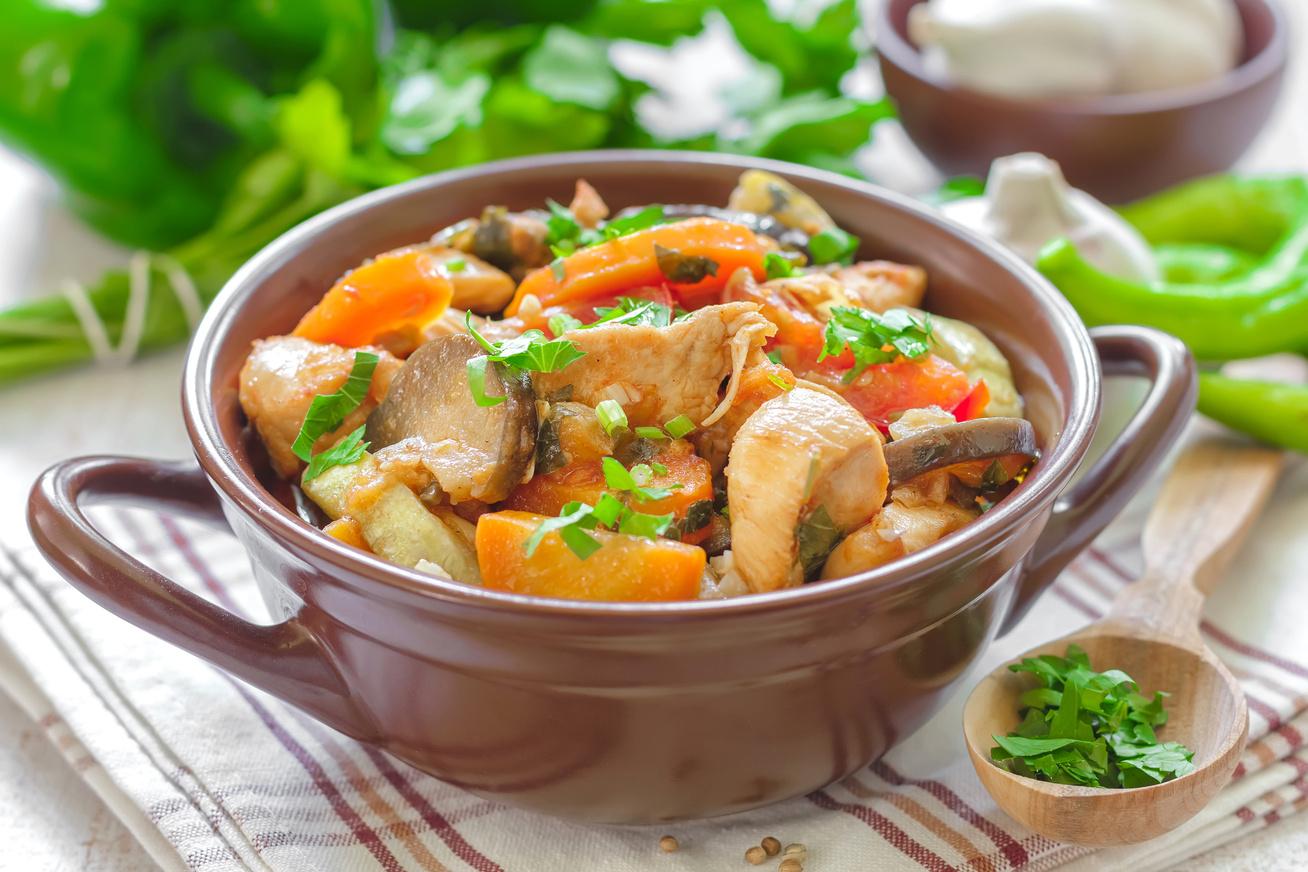 Fűszeres, zöldséges, csirkés ragu: gyors, egyszerű és könnyű fogás