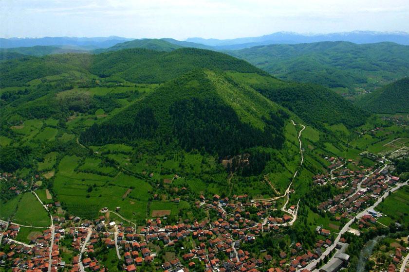 Ha megnézzük, valóban nem alaptalan a feltételezés, hogy Boszniában akár piramisok is lehetnek.