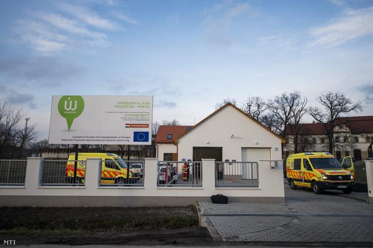 Az újonnan átadott mentőállomás Bátaszéken 2015. február 3-án. A 112 millió forintos európai uniós beruházással épült létesítmény elsőként készült el az Országos Mentőszolgálat huszonkét új állomás építését tartalmazó projektjének keretében.