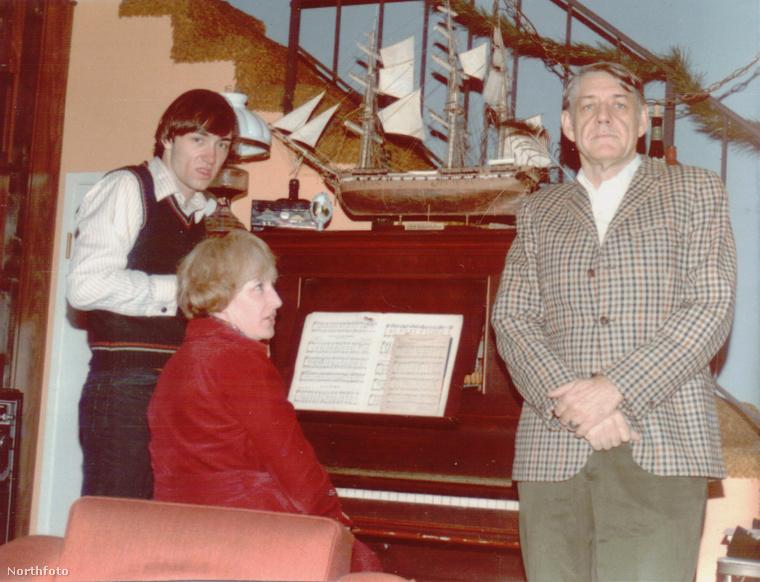 Kevin Spacey az anyjával és az apjával.