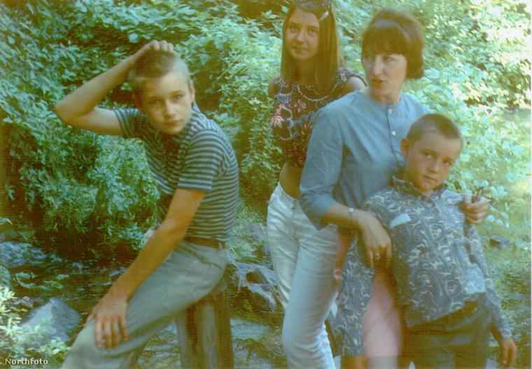 Randy Fowler, Julie Ann Fowler (a lánytestvér), Kathleen Fowler (az anya) és Kevin Spacey.