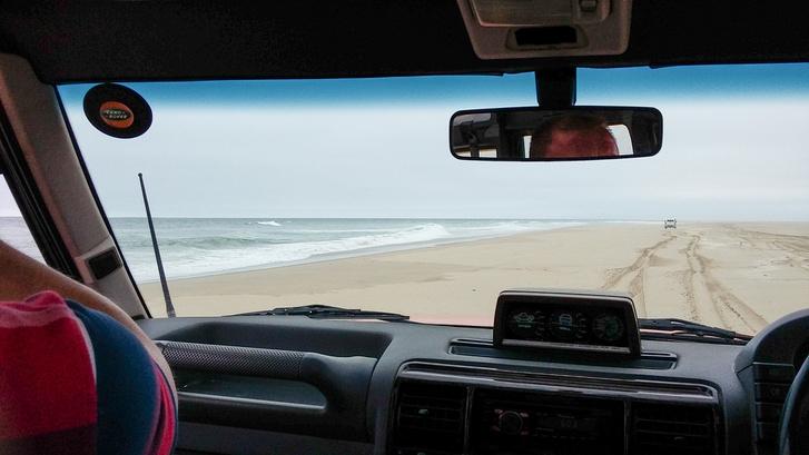 Tenger, homok, itt-ott fókatetemek
