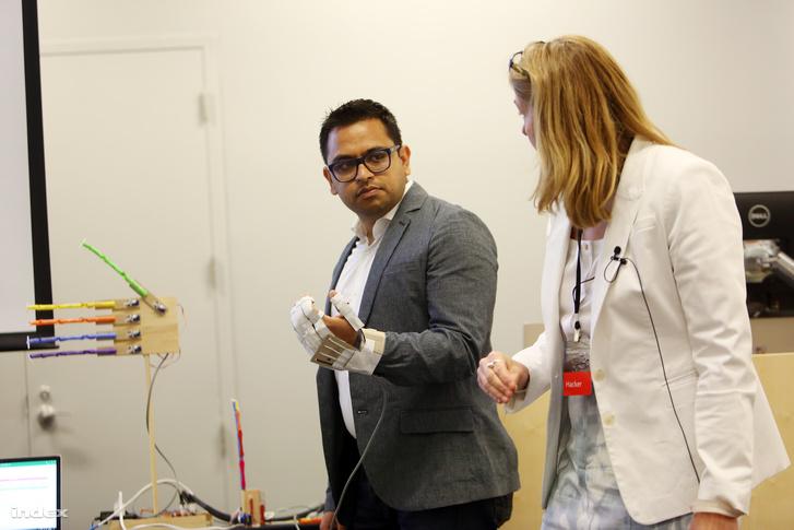 A Microsoft Hacking STEM projektjének bemutatója a vállalat redmondi székhelyén, 2017 nyarán