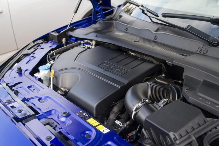 Az Ingenium motoroknál a D a dízelt, a P a benzint jelöli, míg a mögöttük álló szám a teljesítményre utal