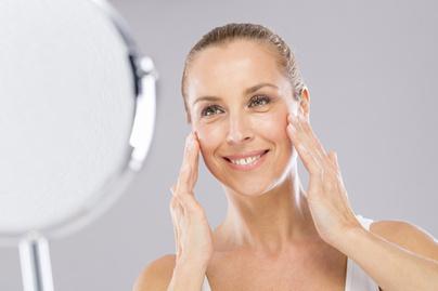 5 egyszerű gyakorlat a feszes arcért és a ráncok halványításáért - Szépség  és divat   Femina