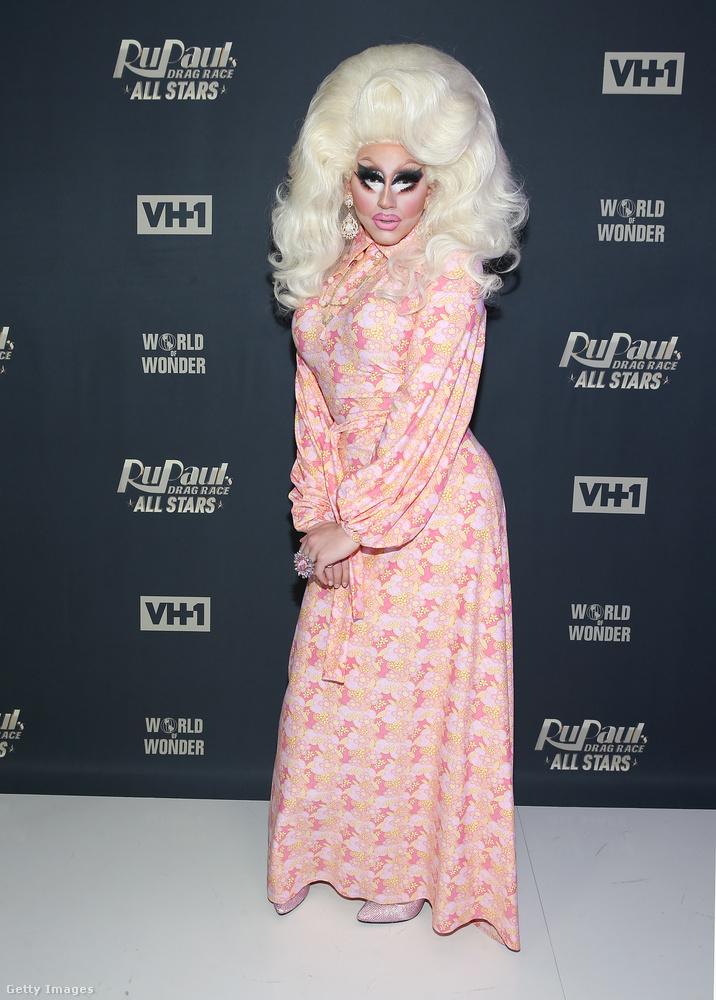 Trixie Mattel nőimitátor is az utóbbi időben Partont imitálja a Barbie baba helyett, akiről a nevét választotta