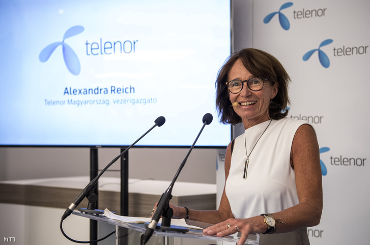 Alexandra Reich, a Telenor vezérigazgatója az elsõ mobil Digitális jólét alapcsomag bevezetése alkalmából tartott sajtótájékoztatón az Aréna Pláza Telenor üzletében 2017. augusztus 1-jén