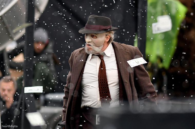 Ez a kép egy kanadai filmforgatáson készült, éppen egy rablási jeleneten dolgozik a stáb