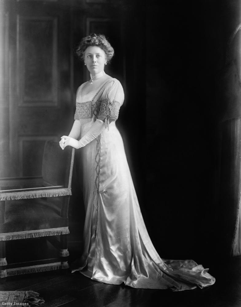 1909-ben iktatták be William Taftot, ám a felesége Nellie tavasszal eltűnt a nyilvánosság elől