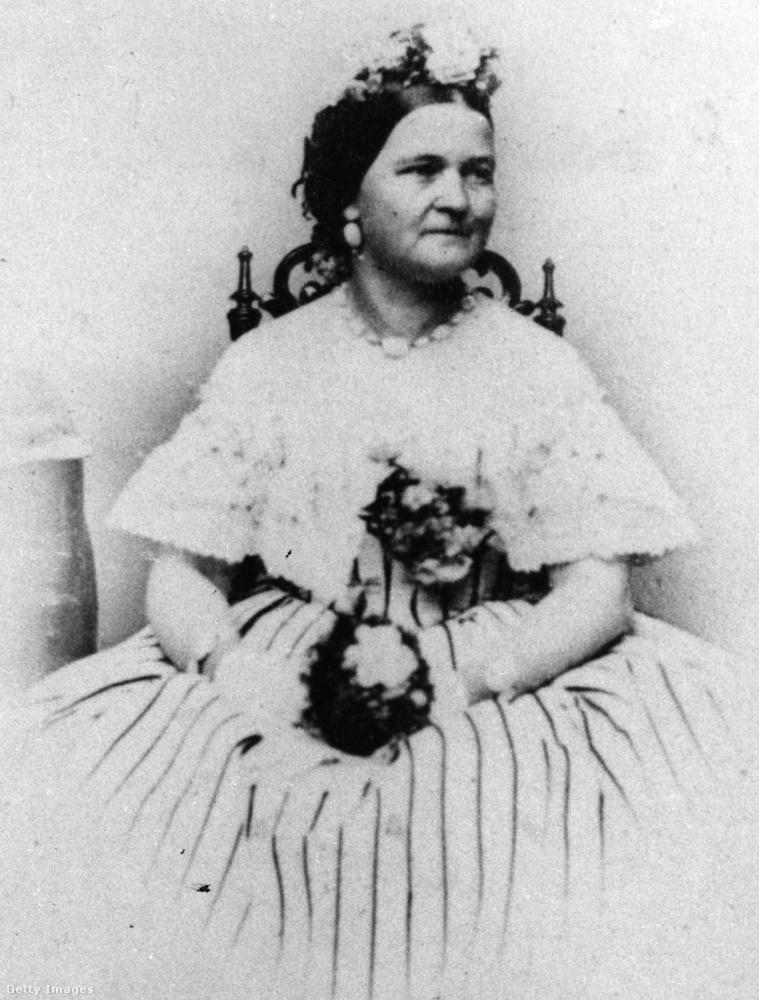 Mary Todd Lincoln vásárlásmániás volt! Prominens családból származott, hozzá volt szokva a magas élethez, úgyhogy szépen elkezdett költekezni akkor is, amikor férje Abraham Lincoln hivatalba lépett