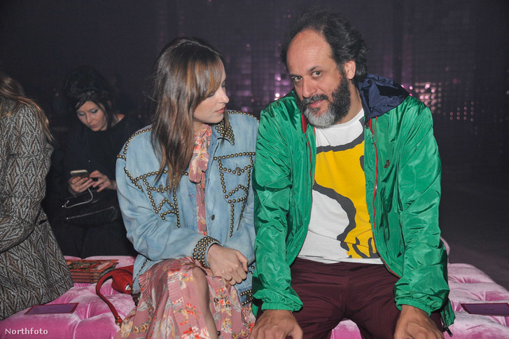 Dakota Johnson és Luca Guadagnino a milánói Fashion Weeken 2016-ban.