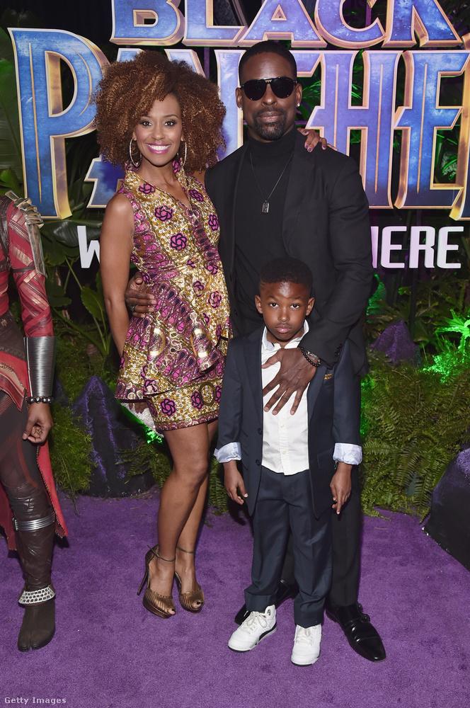 A Rólunk című sorozatból ismert Ryan Michelle Bathe az afrikai ruhákat áruló Los Angeles-i Kutulában vásárolta mintás miniruháját.