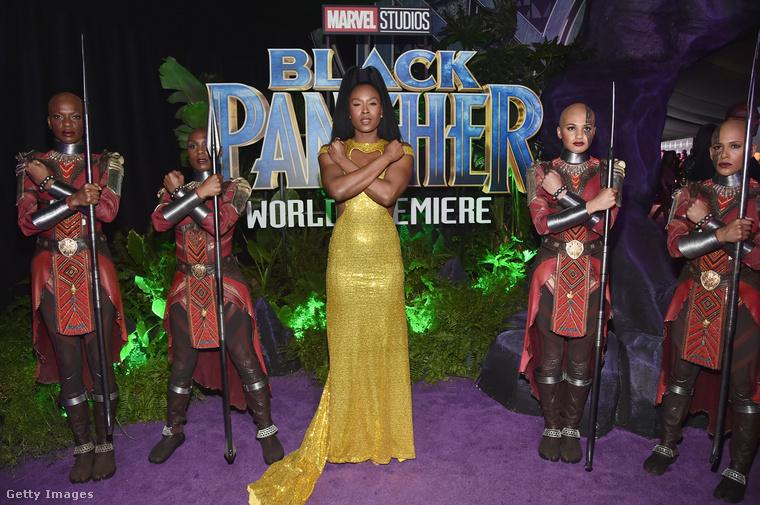 A film egyik szereplője, a Screen Actors Guild díjra is jelölt Sydelle Noel ebben a Marc Bouwer által tervezett aranyruhában érkezett a premierre.