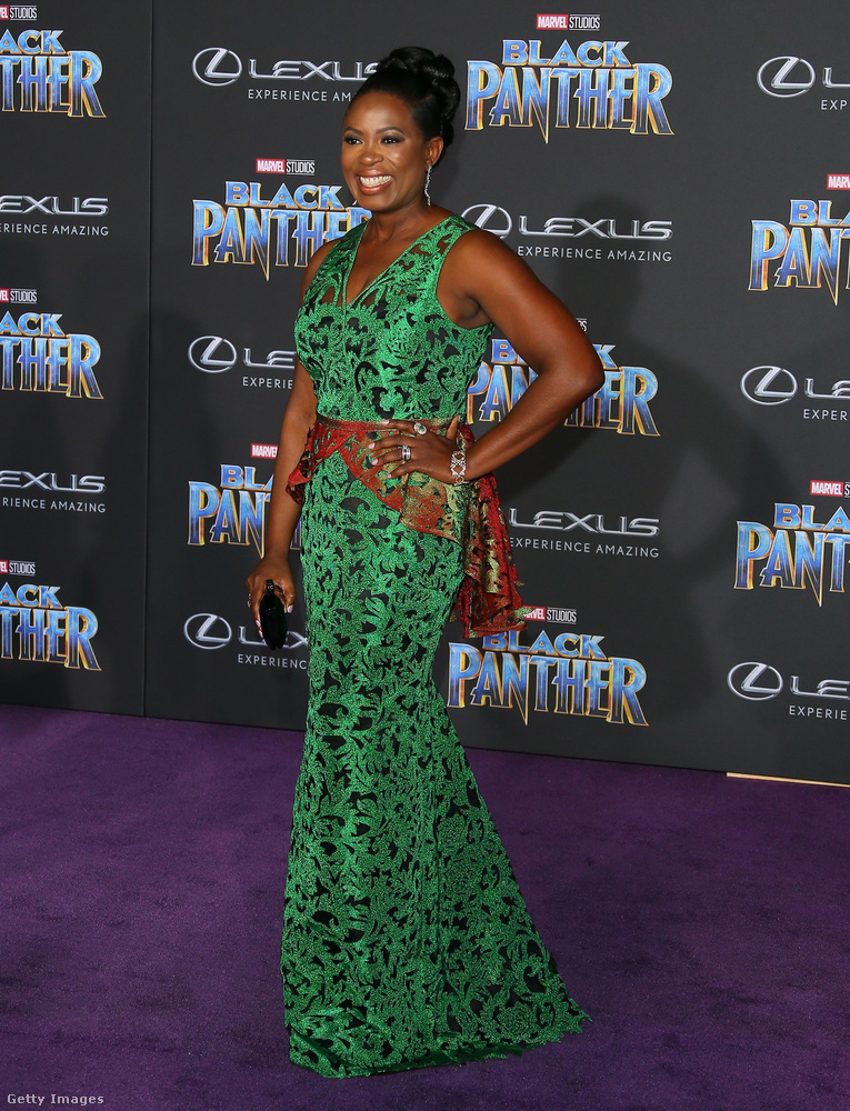 A nigériai származású színésznőre, Sope Alukóra mintha ráöntötték volna a Deola zöld ruháját.