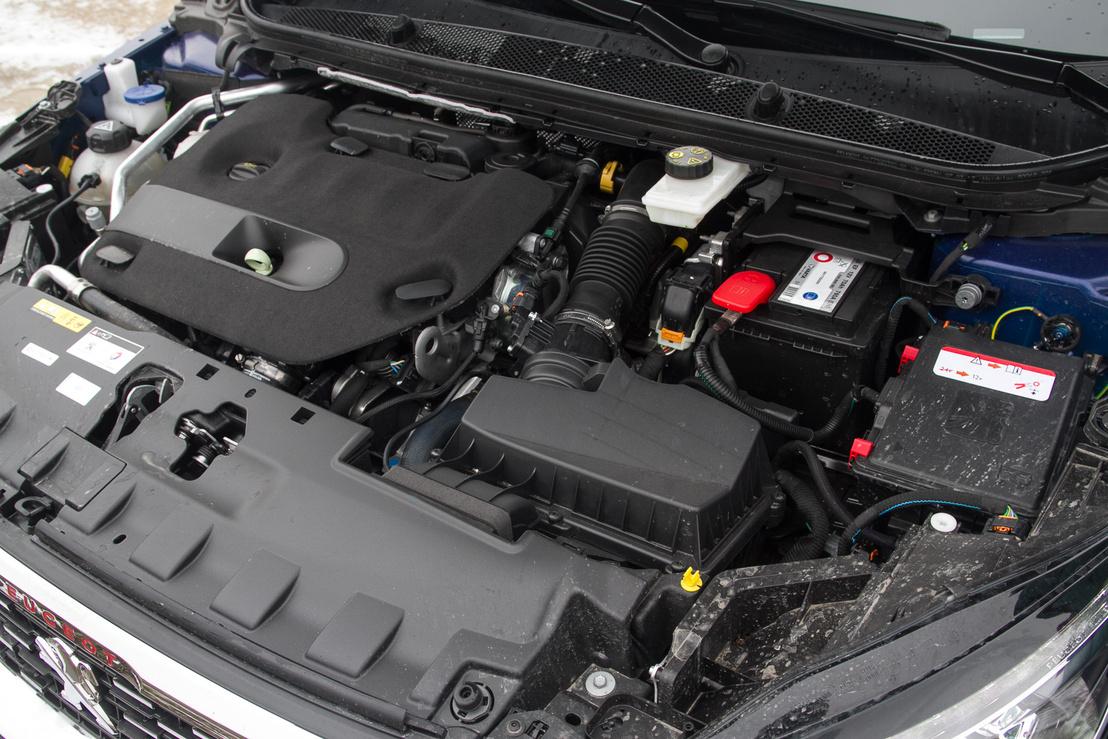 Ez a kétliteres BlueHDI erősebb változata: 180 lóerő (3750-nél), 400 Nm (2000-nél)