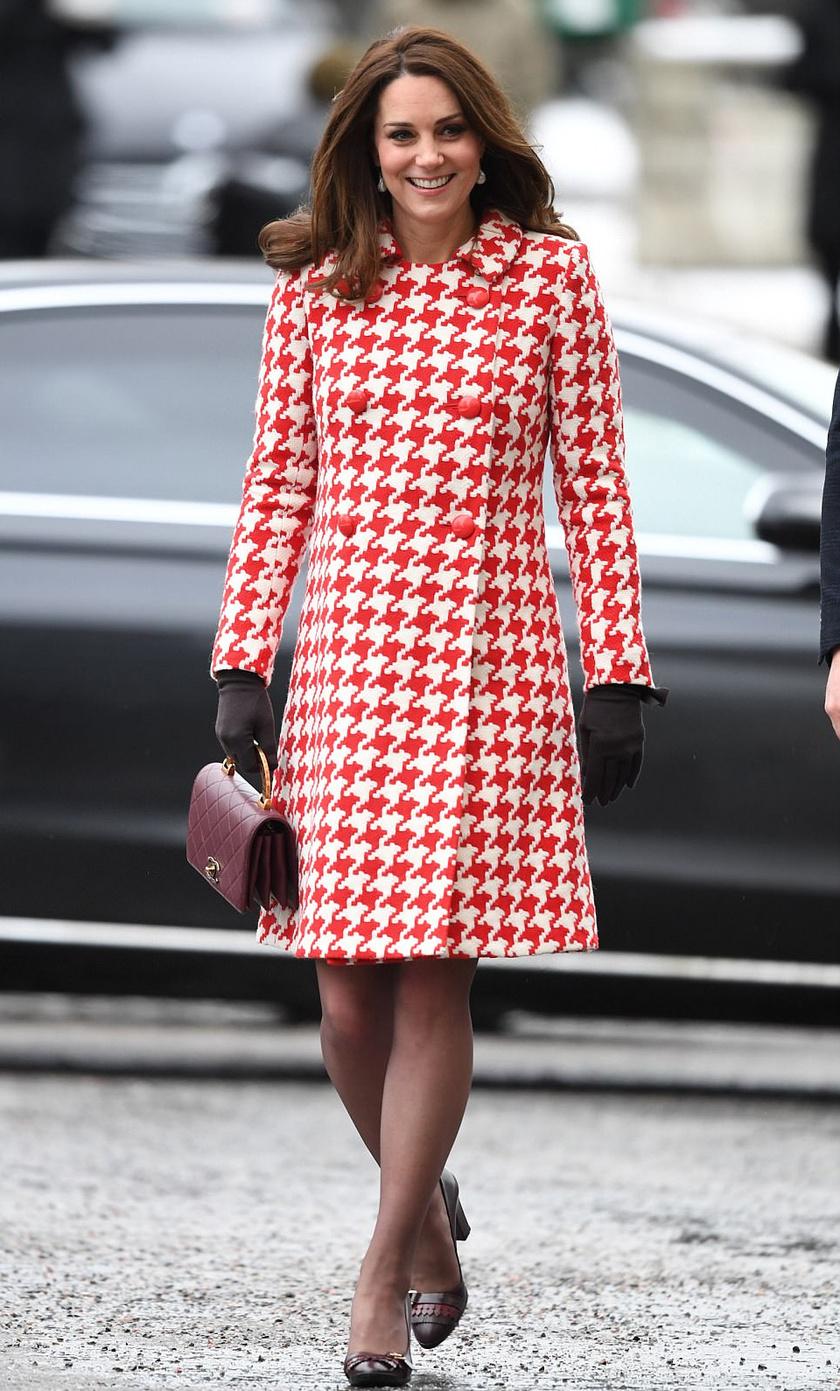 Remek választás volt ez a retró stílusú ruha - ráadásul a vastag anyaga miatt nem is fázott benne.