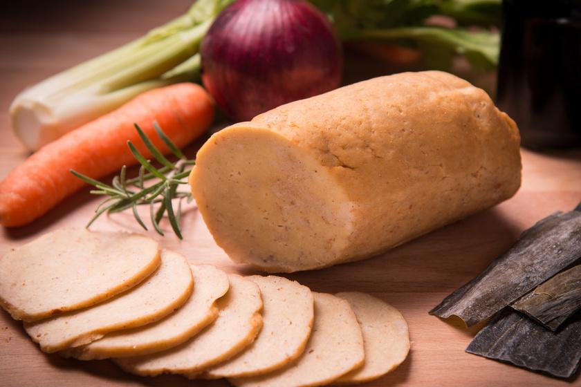 A búzában legnagyobb mennyiségben előforduló fehérjéből, gluténből készül a szejtán, melyet a vegán táplálkozást folytatók gyakran használnak a hús helyettesítésére. 100 gramm szejtán 376 kalóriát és 75 gramm proteint tartalmaz, ami a húsokkal is vetekszik.