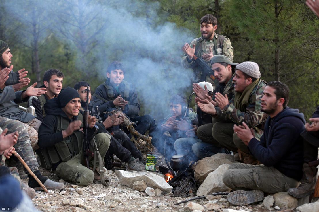 A Szabad Szír Hadsereg tagjai Kelet-Afrinban