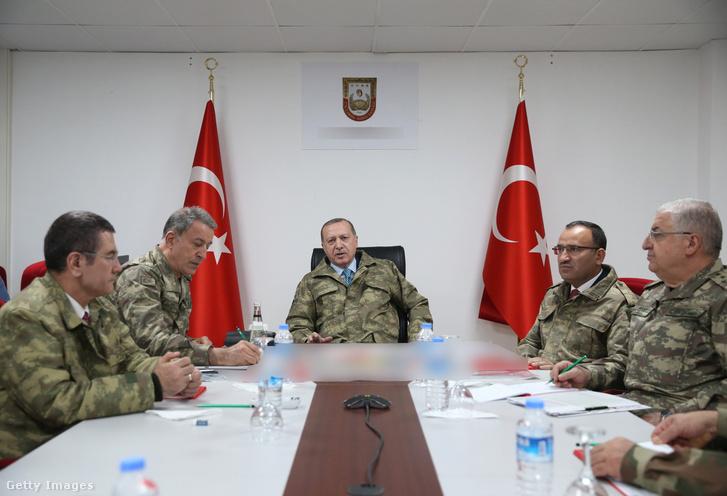 Erdogan tábornokaival 2018 január 25-én