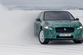 Hóban-jégen kínozzák a Jaguar I-Pace-t