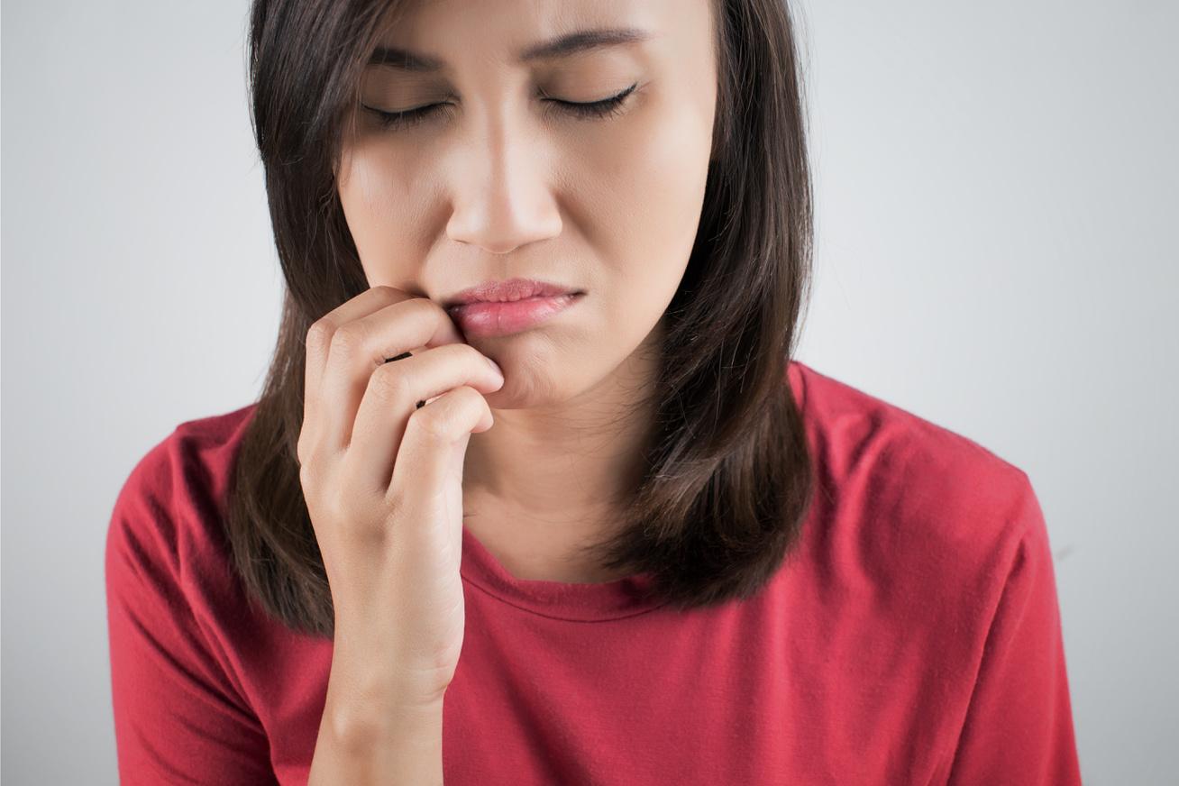 nő fáj a szája