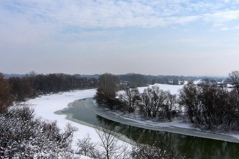 A Szlovákiában eredő Bodrog partját a kevés csapadék miatt viszonylag ritkán borítja hó. A folyó mintegy 50 kilométeres magyarországi szakaszán számos holtág van.