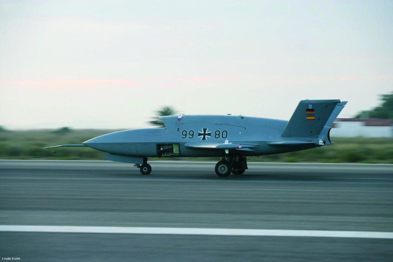 2006-ban repült először a német-spanyol közös fejlesztésű EADS (jelenleg Airbus) Barracuda lopakodó drón. Miután az első prototípus lezuhant, a programot jegelték, és csak 2008-ban folytatták a fejlesztést. A második Barracuda 2009-ben, 2010-ben és 2012-ben is repült többször is. Mivel fejlesztési szakaszban van, sokat nem tudni az európai lopakodóról, ami elvileg felderítő, járőröző és akár csapásmérő célokra is alkalmas lehet. Vetélytársa a franciák nEUROnja lehet.