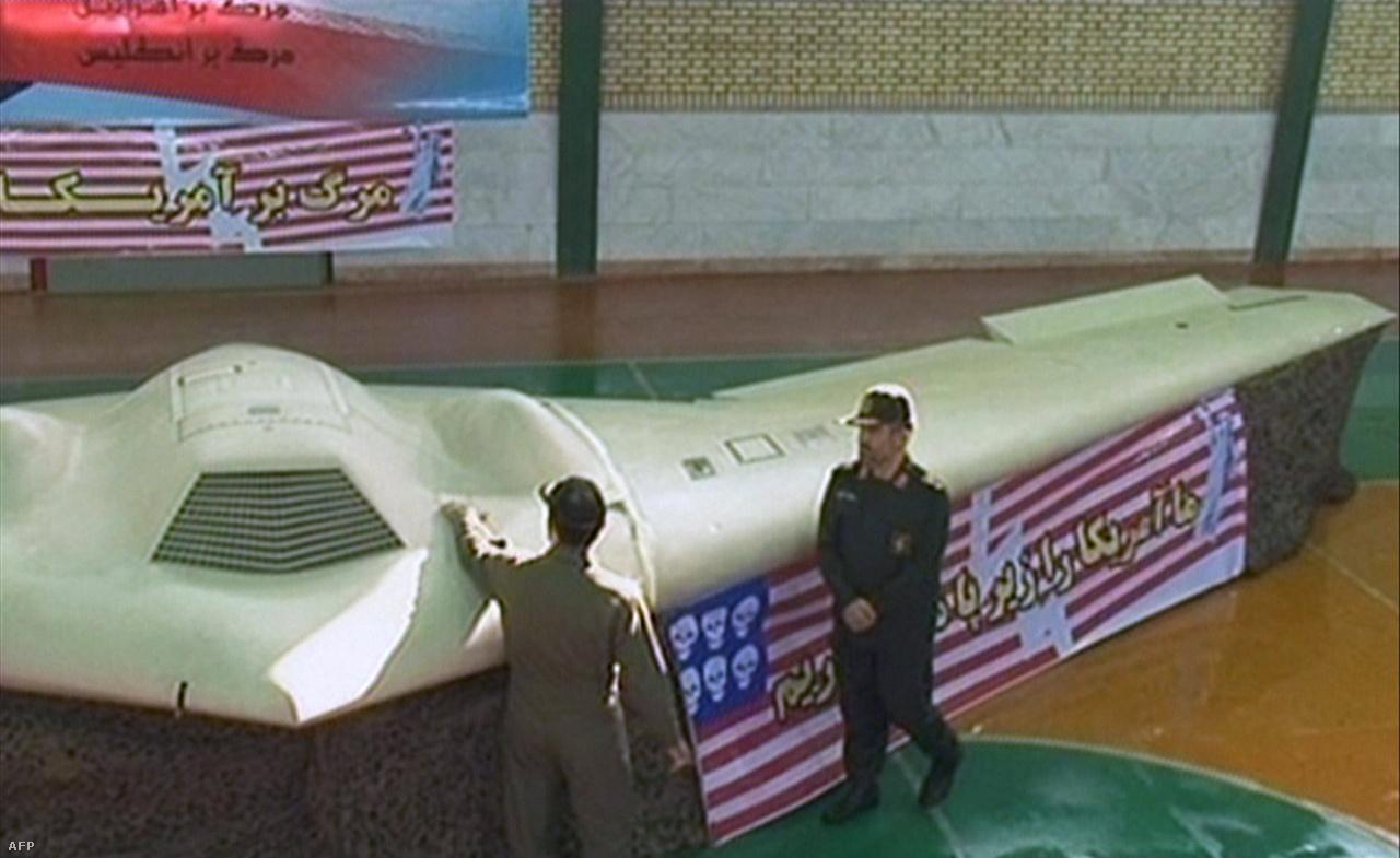 A Lockheed Martin RQ-170 Sentinel lopakodó drónról se nagyon tudna sok mindent a nagyvilág, ha nem zuhan le egy Iránban, a határ közelében. 2011 decemberében azonban ez történt, és a világot bejárta az iráni tévé híradása az elfogott amerikai felderítő drónról. A pilóta nélküli gépet a 2000-es évek elején kezdték gyártani, körülbelül húsz épült belőle. Az elfogott példány alapos tanulmányozásával Irán is fejlesztett saját lopakodó drónt.