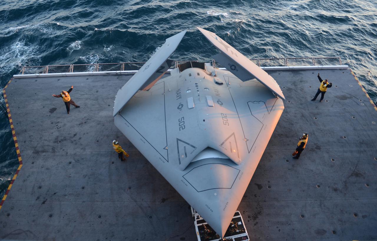2011-ben repült először a Northrop Grumman X-47B pilóta nélküli lopakodó harci gép, amit elsősorban a haditengerészet igényeire szabva fejlesztettek ki, részben a Boeing X-45 tapasztalatai alapján. A típusból eddig kettő készült, egyikkel sikerrel tesztelték a USS George H.W. Bush repülőgép hordozón a le és felszállást 2013-ban. A típus sorsa egyelőre kétséges, a haditengerészet szerint hadrendbe állítása túl költséges lenne és nincs is igazán rá szükség.
