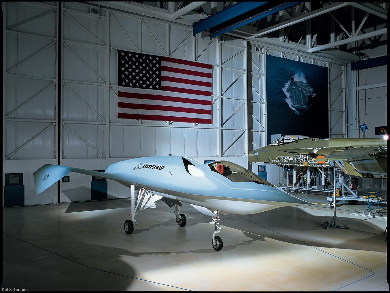 """A Boeing """"Bird of Prey"""" szupertitkos technológia demonstrátora 1996-ban repült először, és 1999-ig teszteltek vele egy sor műszaki megoldást, amiket később a Boeing X-45, immár pilóta nélküli lopakodó kísérleti gép tervezésekor használtak fel."""