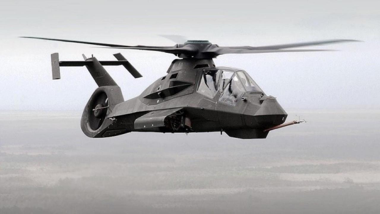 1996-ban repült először a Boeing–Sikorsky RAH-66 Comanche lopakodó helikopter, amiből összesen kettő épült. A felderítő ás támadó feladatokra szánt Comache a kevés helikopteres lopakodófejlesztés talán legígéretesebbike volt, de az amerikai hadseregnek szánt RAH-66-programot pénzügyi okokból még azelőtt törölték, hogy a sorozatgyártás megkezdődhetett volna.